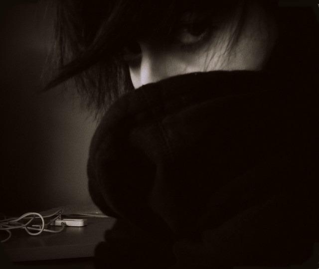 【在阴影里,哭泣】 - 空山鸟语 - 月滿江南