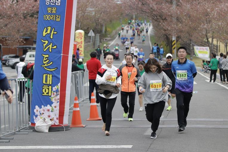 2019 영천댐 벚꽃마라톤대회 골인 (11:14:54 ~ 11:17:43)