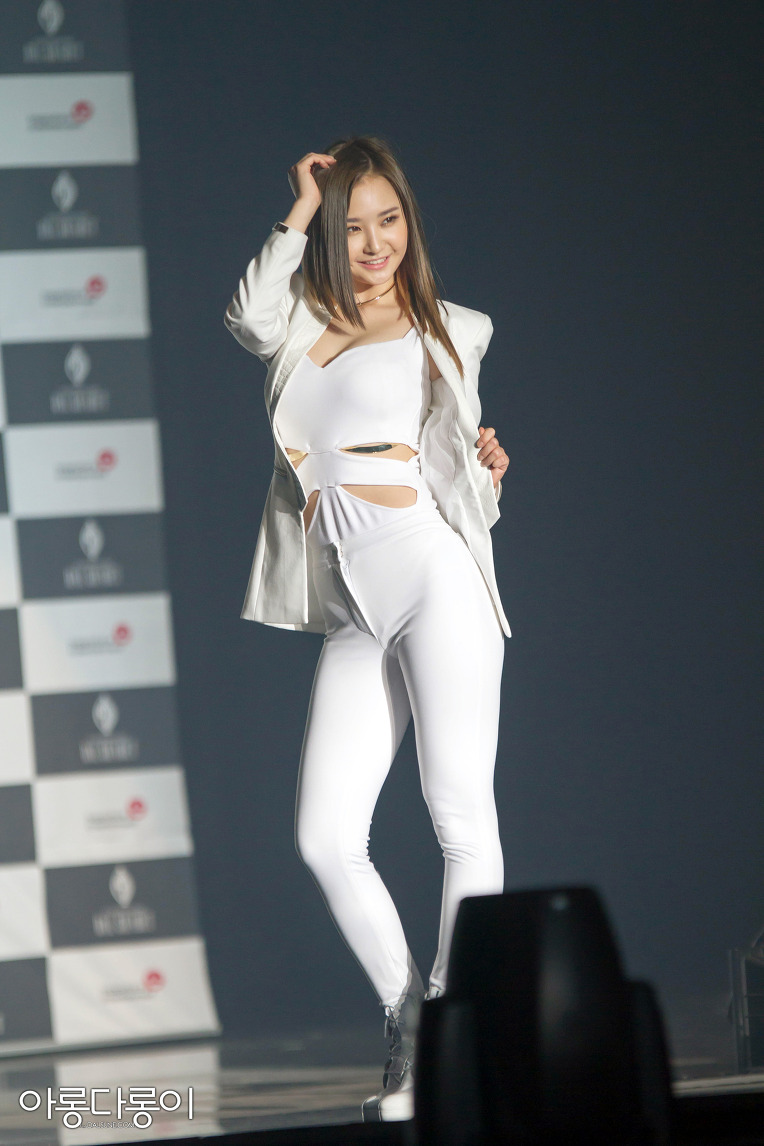 curved Korean singer