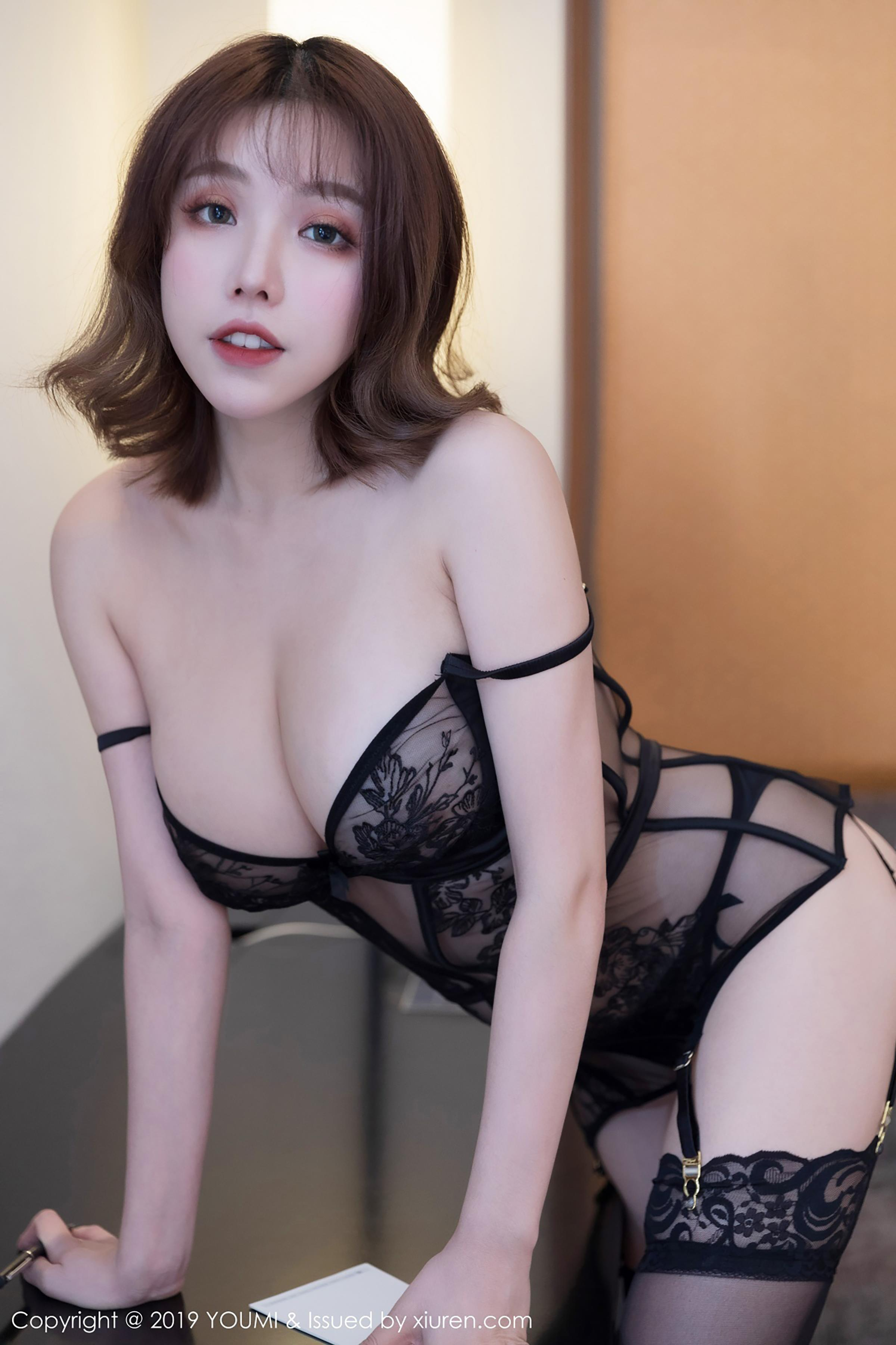 voluptuous Chinese glamour in sexy lingerie